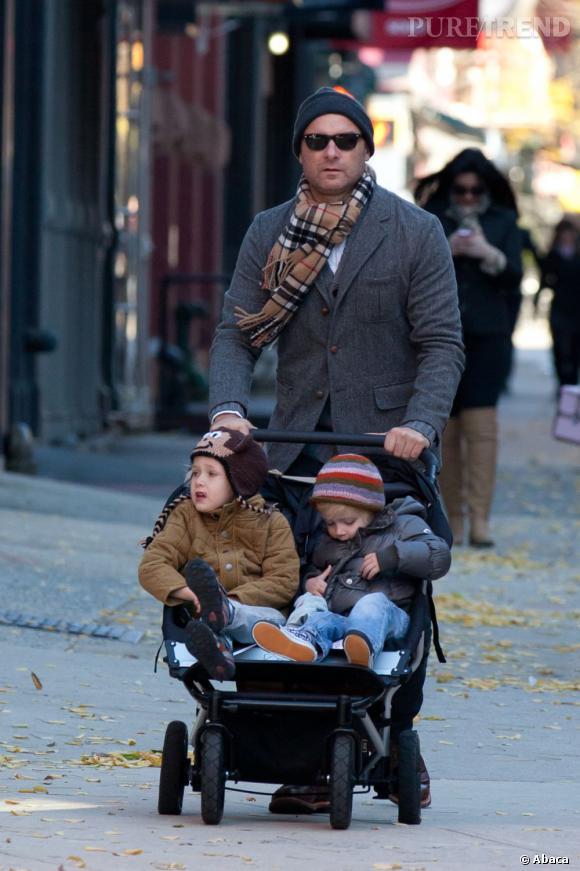 Liev Schreiber et ses jumeaux en plein New York.