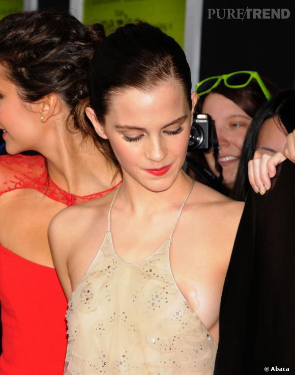 Emma Watson dévoile légèrement sa poitrine sur red carpet... Oups!