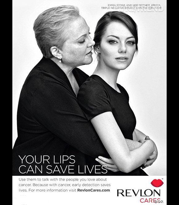 Emma Stone, égérie Revlon, pose avec sa mère pour la campagne de lutte contre le cancer du sein.