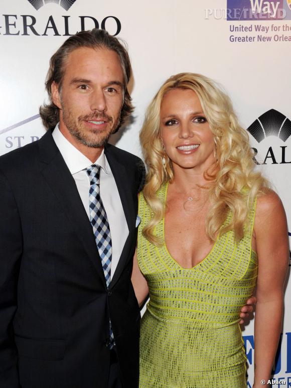 Britney Spears sort avec son ancien agent depuis fin 2009, même si leur relation n'a été officialisé qu'en mai 2010.