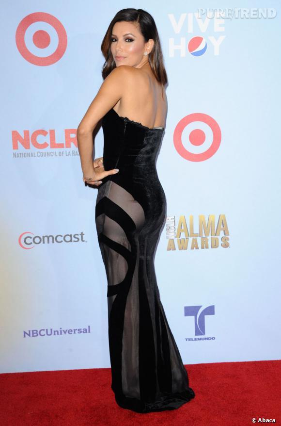 ... et une robe bustier à la doublure transparente très sexy !