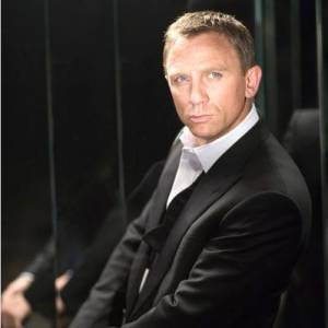 Daniel Craig incarne l'agent 007, James Bond.