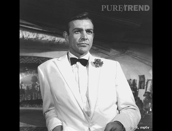 Sean Connery incarne l'agent 007, James Bond.