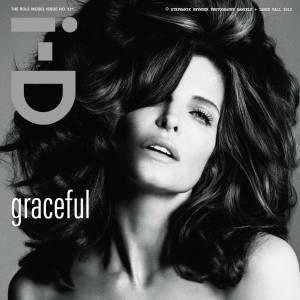 Pose ultra glamour et chevelure de sirène pour Stéphanie Seymour.