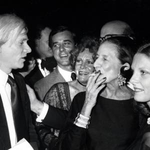 Diana Vreeland et Andy Warhol, l'une des nombreuses icônes à avoir fréquenté la rédactrice.