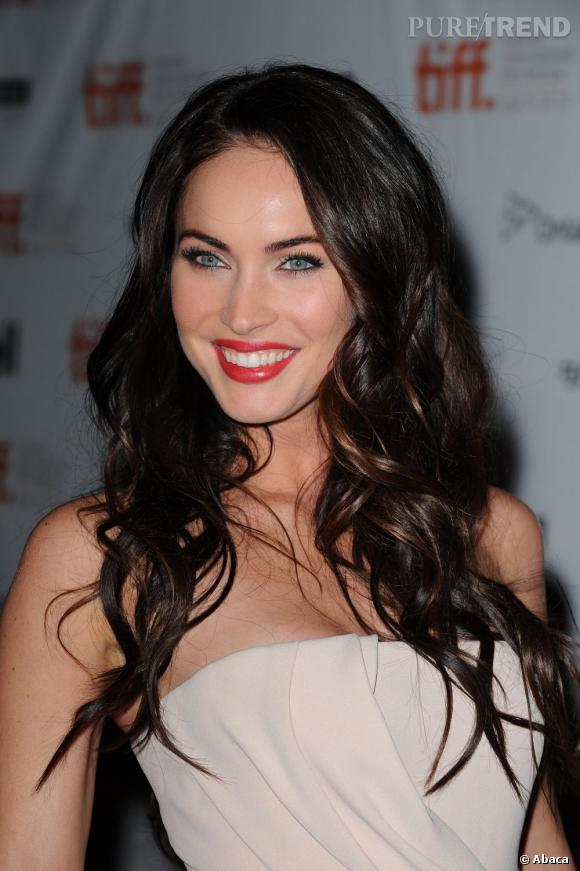 Regard de biche, sourire parfait et boucles brunes : Megan Fox charme son monde