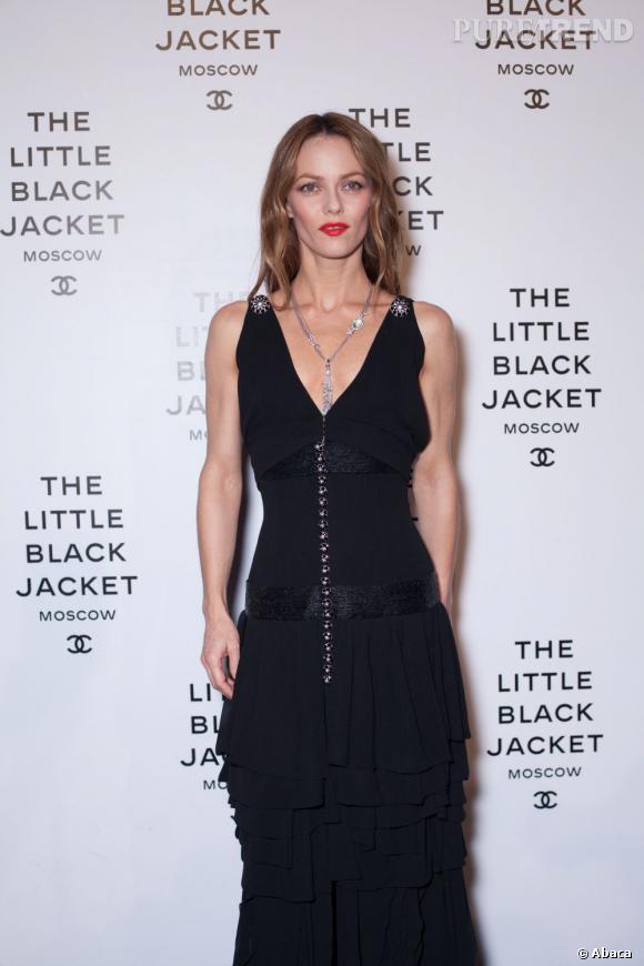Vanessa Paradis dans une longue robe Chanel.
