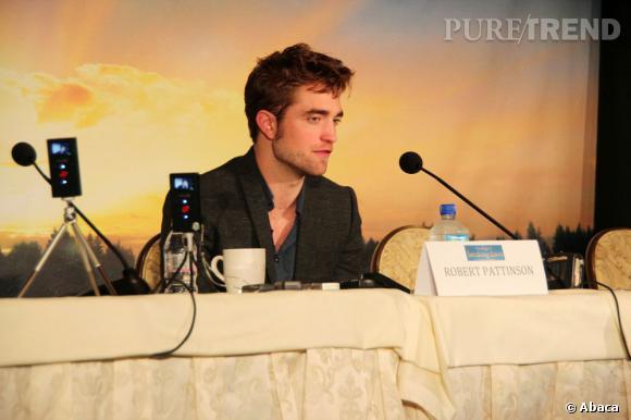 """Robert Pattinson, à coeur ouvert lors d'une conférence de presse pour """"Twilight 5"""" à Los Angeles."""