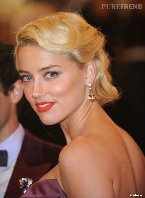 Amber Heard apporte une petite touche de brillance à sa mise en beauté grâce à l'éclat du diamant et la transparence d'une pierre rose.