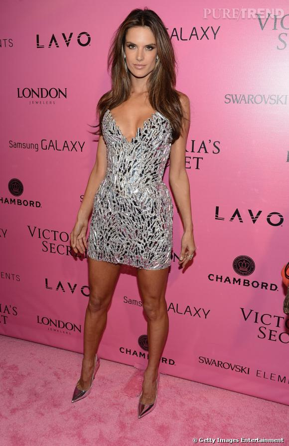 Sur red carpet :  Alessandra Ambrosio sort le grand jeu en robe strassée.