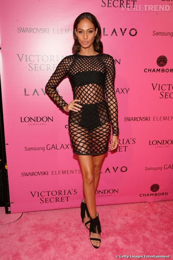 Sur red carpet :  Joan Smalls aime la transparence rock.