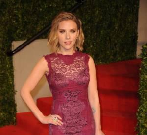 Scarlett Johansson vs Carrie Underwood : la robe moulante violine