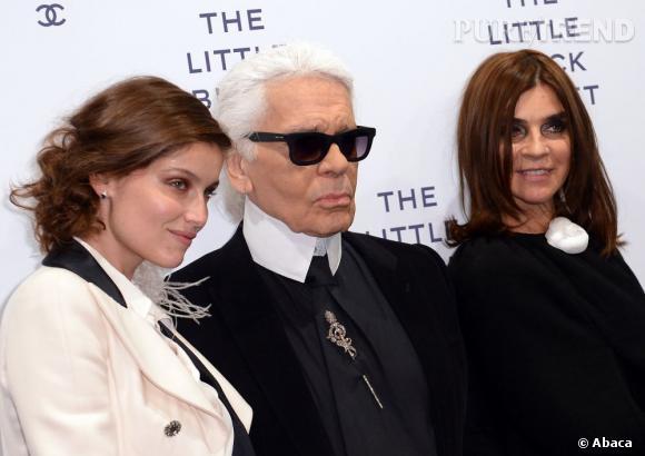 """Laetitia Casta est venue prêter main forte à Karl Lagerfeld et Carine Roitfled pour inaugurer l'exposition """"La Petite Veste Noire"""" à Berlin."""