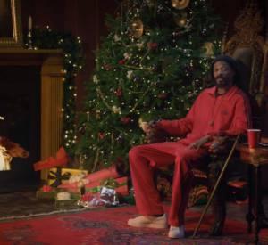 Dans cette vidéo, on découvre un Snoop Lion très Noël, ainsi que des dessins de Rita Ora et David Beckham.
