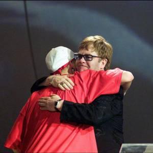 """Malgré leurs différents, Eminem collabore avec Elton John sur son morceau """"Stan""""."""