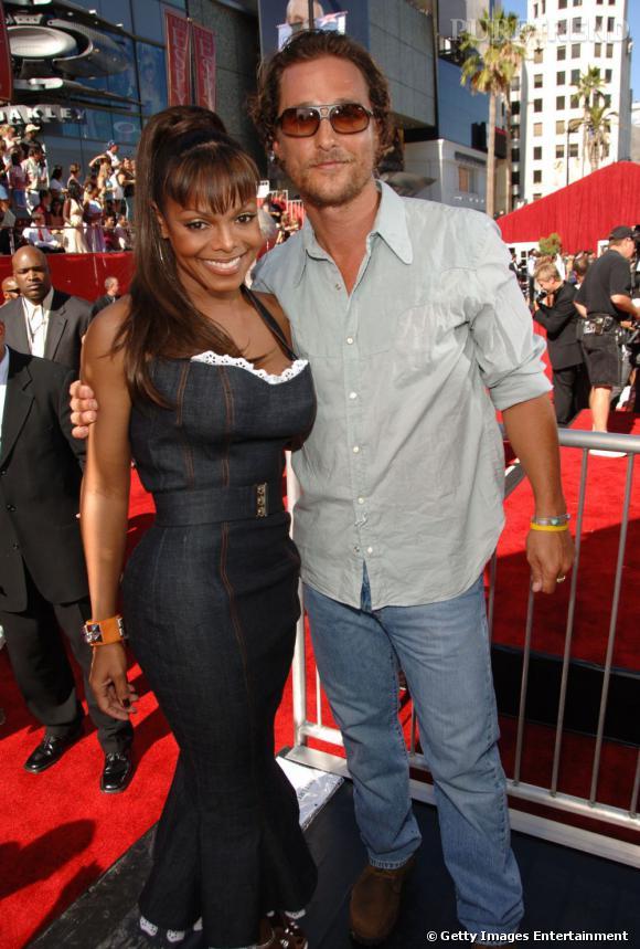 Une rumeur veut aussi qu'elle ait flirté avec Matthew McConaughey.