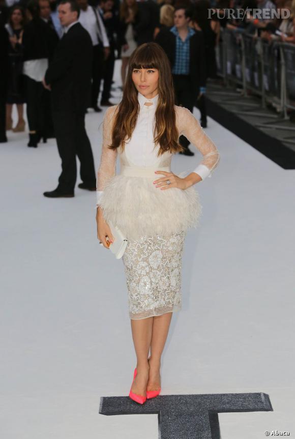 """Le top """"robe à plumes"""" :  Jessica Biel, divine oiseau de nuit."""