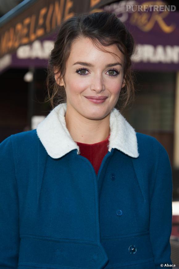 Les plus belles apparitions de Charlotte Le Bon : L'ex-présentatrice météo devenue comédienne affiche son goût pour les chignons flous.