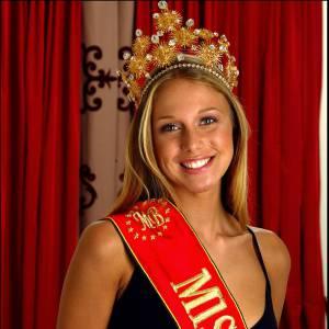 Depuis son titre de Miss Belgique, la jeune femme a enchaîné les postes de présentatrice télé.