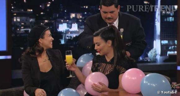 Kim Kardashian et sa soeur Kourtney reçoivent des ballons et des mimosas sans alcool pour la baby shower de Kim !