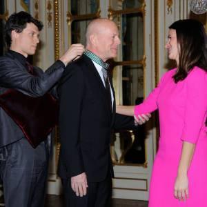 C'est le ministre de la culture Aurélie Filippetti qui lui a remis sa décoration lundi 11 février 2013 à Paris.