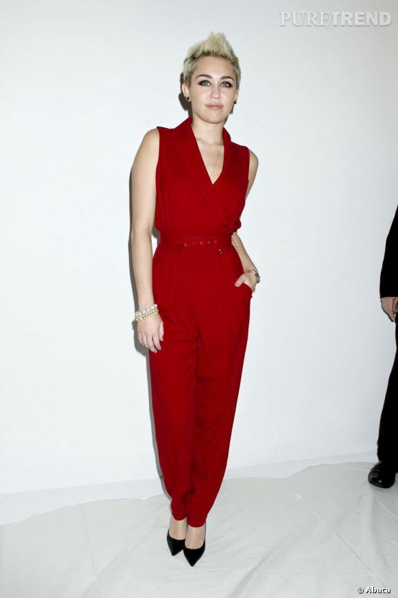 Miley Cyrus est très élégante et s'affirme comme une vraie it-girl à la Fashion Week de New York.