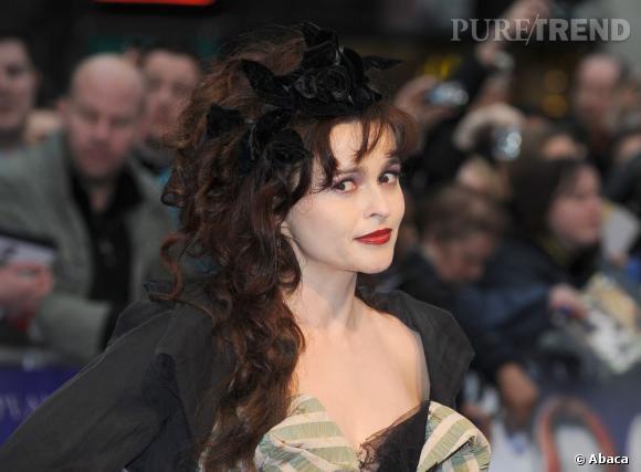 """Helena Bonham Carter bientôt dans la peau d'Elizabeth Taylor. Ici à l'avant-première de """"Dark Shadows"""" à Londres."""
