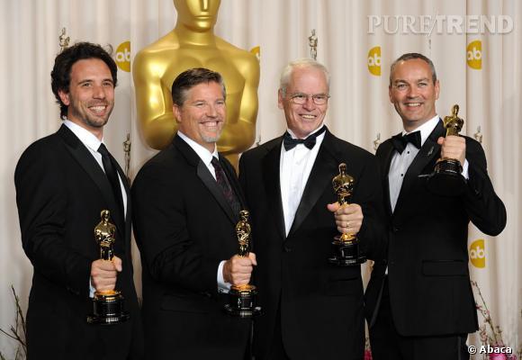 """Guillaume Rocheron, Bill Westenhofer, Donald R Elliot et Erik-Jan De Boert remportent l'oscar des meilleurs effets spéciaux pour """"L'Odyssée de Pi""""."""