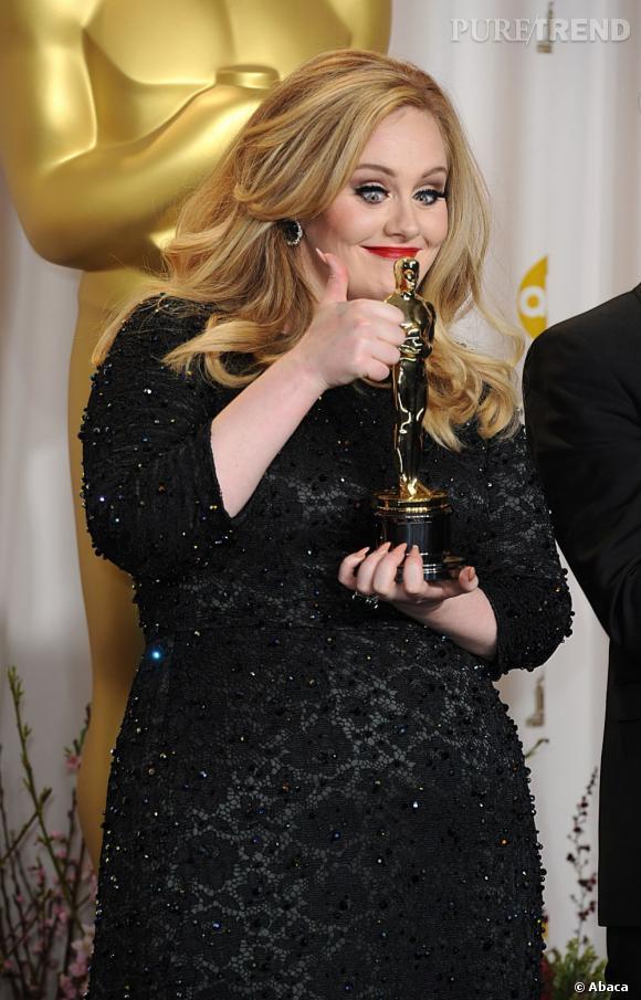 Adele décroche l'Oscar de la meilleure chanson pour Skyfall.