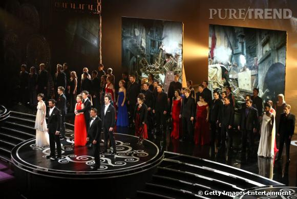 Le casting des Misérables assure le show.