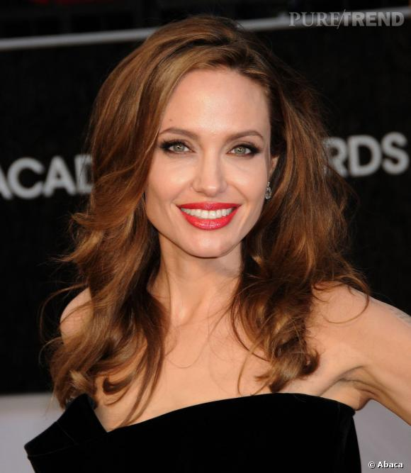 Angelina Jolie obtient un score de 7,13 sur 10, et se classe parmi les plus beaux visages d'Hollywood.