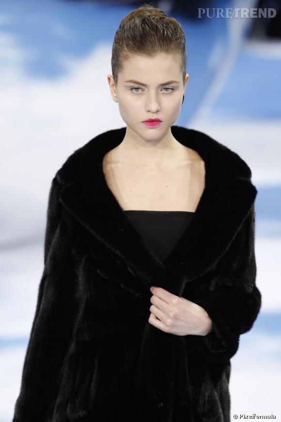 Le liner argent et les lèvres infusées     Défilé Dior Automne-Hiver 2013/2014.