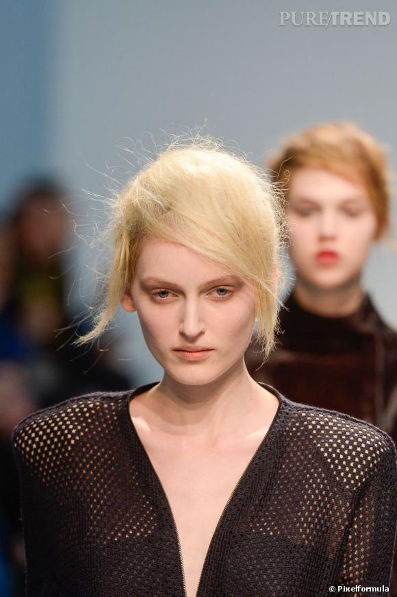 Les cheveux mats     Défilé Véronique Leroy Automne-Hiver 2013/2014.
