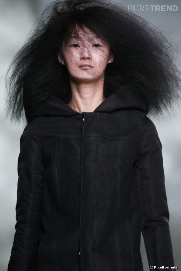 Les cheveux fuzzy     Défilé Rick Owens Automne-Hiver 2013/2014.