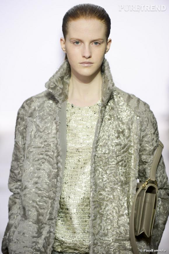 Le teint transparent et les cheveux wet     Défilé Giambattista Valli Automne-Hiver 2013/2014.
