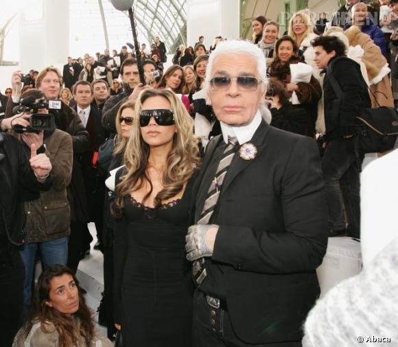 Karl Lagerfled et Victoria Beckham lors du défilé Chanel Haute Couture Printemps-Été 2006.