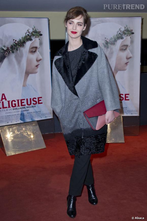 Louise Bourgoin affiche un look très hivernale.