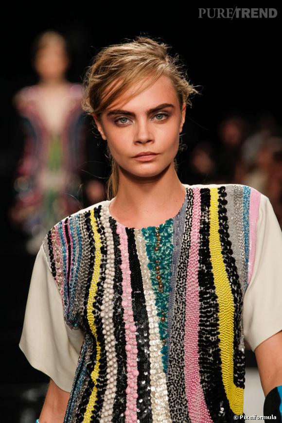 Cara Delevingne a défilé pour les plus grands et s'impose de plus en plus dans le monde de la beauté.