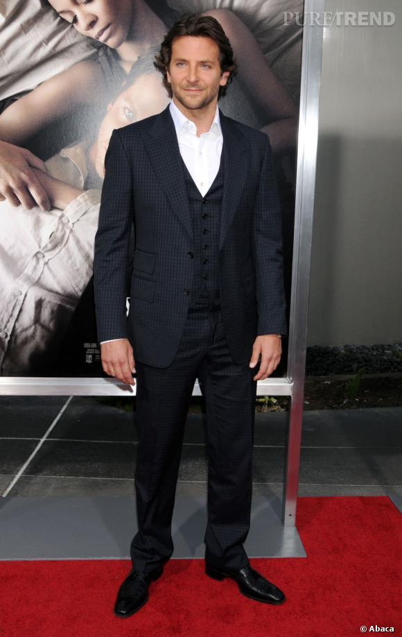 Le top sur tapis rouge :  Même sans cravate ni noeud papillon, Bradley est terriblement élégant.
