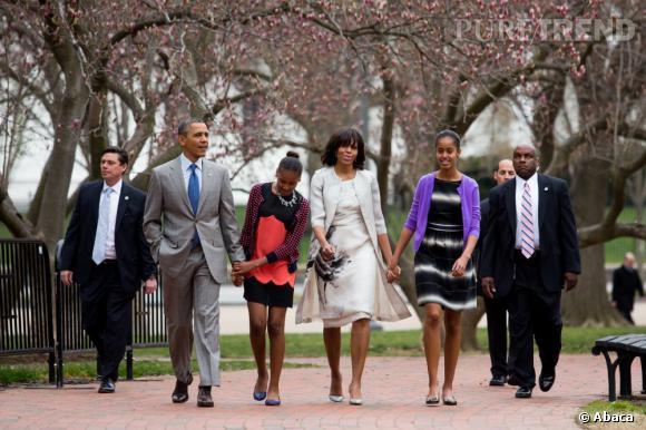Michelle Obama porte une robe et un manteau Prabal Gurung pour l'occasion.