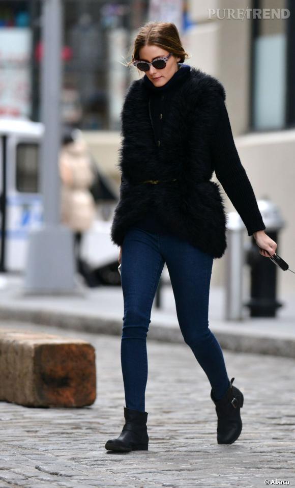 Olivia Palermo en tenue rock et chic dans les rues de Brooklyn.