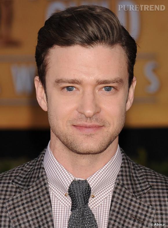 Justin Timberlake mise sur le côté rétro de cette coiffure.