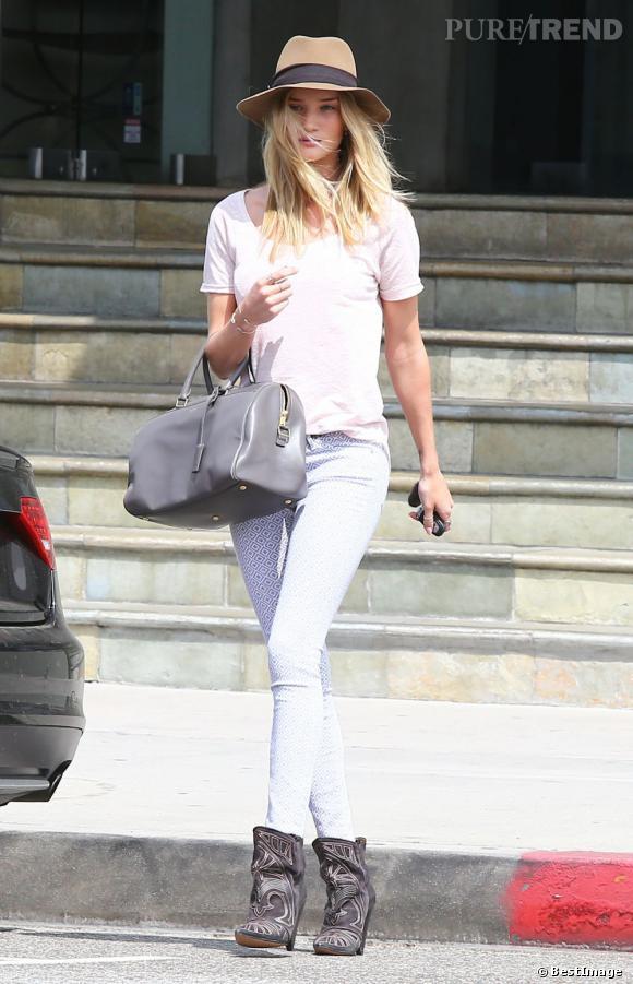 Rosie Huntington-Whiteley, séance shopping à Los Angeles.