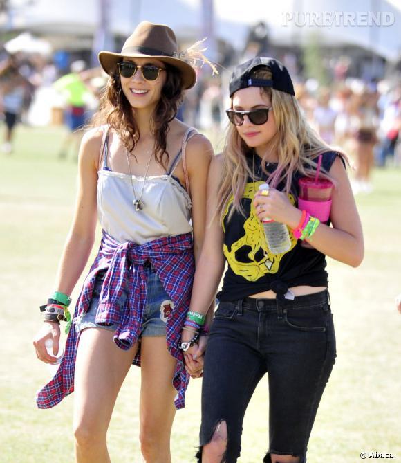Ashley Benson a elle aussi craqué pour la casquette, autre couvre-chef star de Coachella.