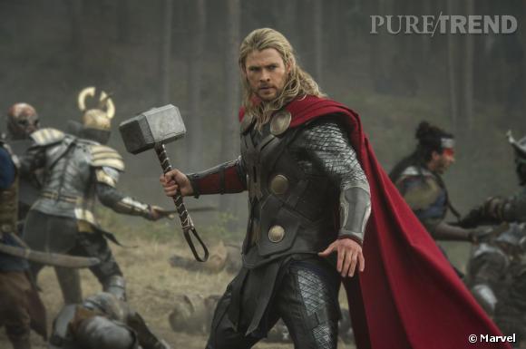 """Chris Hemsworth enfile de nouveau son costume de Thor pour """"Thor : Le Monde des Ténèbres""""."""