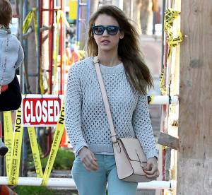 Jessica Alba, Charlize Theron, Mila Kunis : toutes fans des Toms Shoes et son concept humanitaire One for One