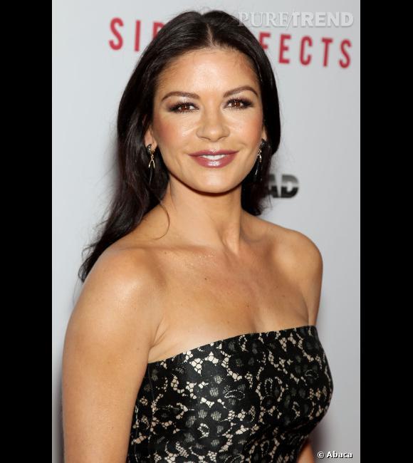 Catherine Zeta-Jones toujours belle et glamour.