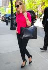 Reese Witherspoon, working girl flashy... A shopper !