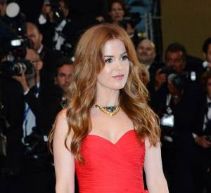 Festival de Cannes 2013 : Isla Fisher n'est pas passé inaperçu avec ses longs cheveux blond vénitiens et son sublime teint glowy.