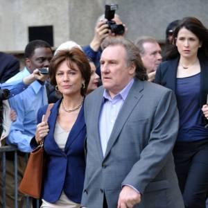 Gérard Depardieu et Jacqueline Bisset dans le rôle du couple DSK-Anne Sinclair.